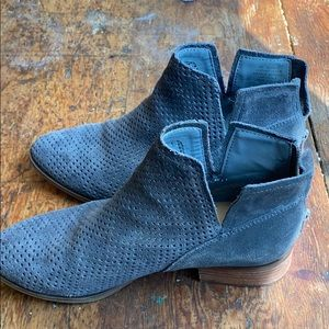 Ankle booties- Crown Vintage- lightly used